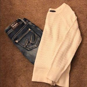 American Eagle cream knit sweater size L back zip